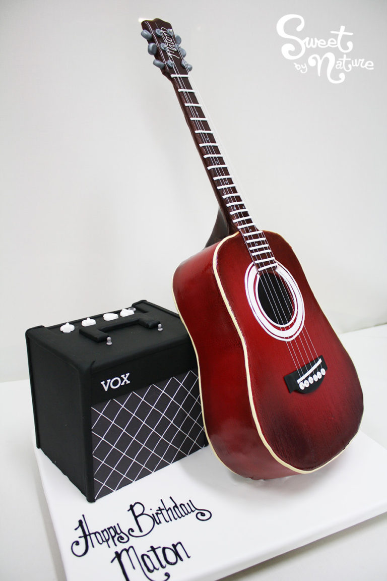 Novelty guitar and VOX amp cake