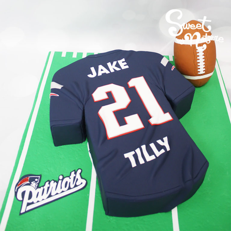Novelty Patriots American football cake